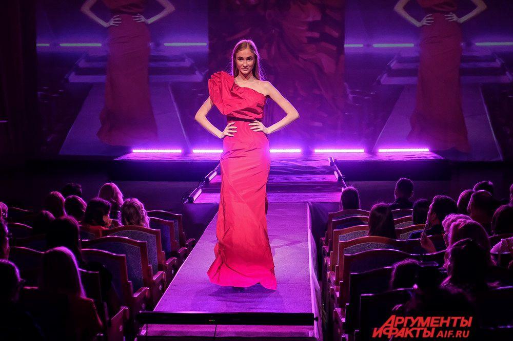 Юлия Сунцева «Taft red brilliant».