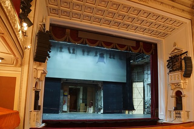Под руководством Владимира Кехмана театр постоянно находился в творческом поиске