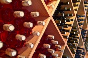 При покупке алкоголя следует внимательно проверять продукцию