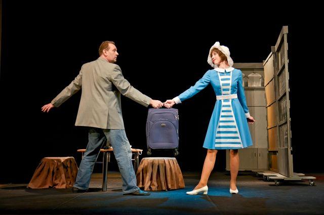 В главных ролях - Игорь и Ольга Малаховы.
