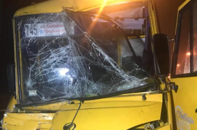 ВКиеве микроавтобус влетел вмаршрутку, есть пострадавшие