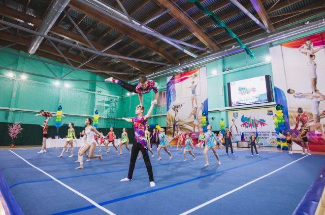 ВНефтеюганске состоялось праздничное  закрытие чемпионата поакробатике