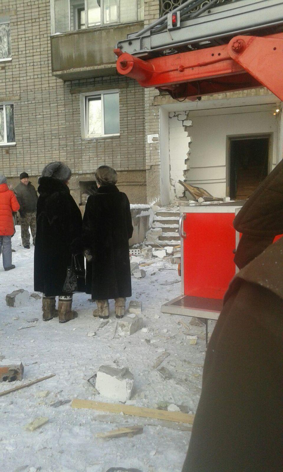 Фото сделано во время работы спасателей на месте взрыва.