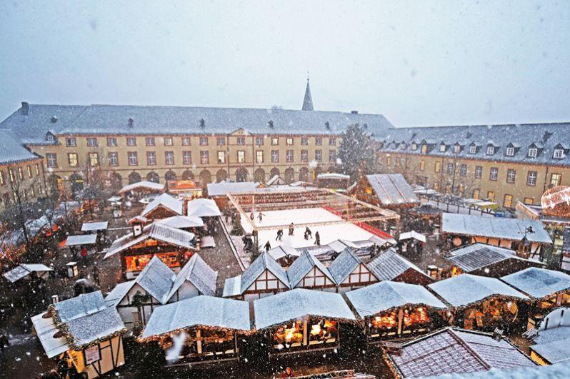 Рождественский рынок в Зигене, Германия.