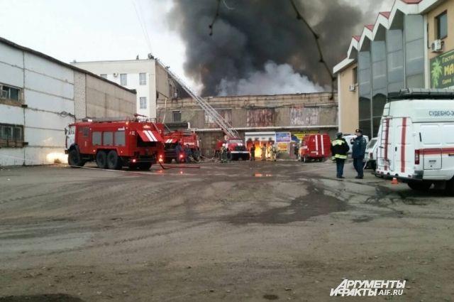 Товар арендаторов и само здание сгоревшего ТК «МИР» не были застрахованы.