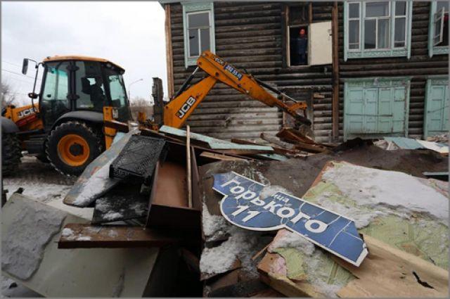Из домов и с придомовой территории вывезут около 1000 тонн исторических наслоений
