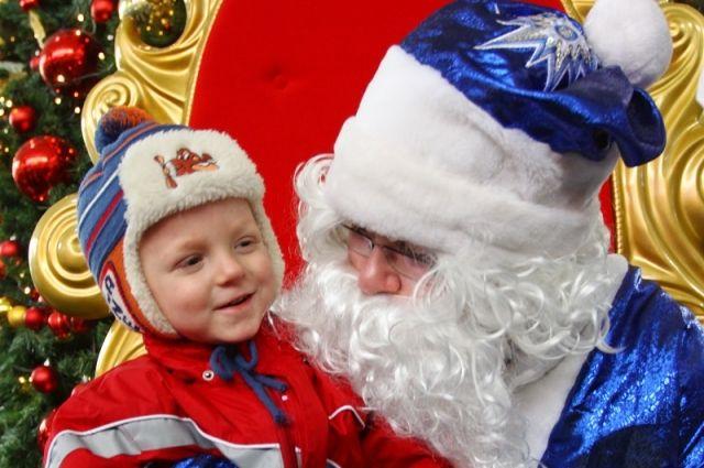 Чиновники решили бороться с коррупцией, посчитав, что дети обойдутся и без Деда Мороза.
