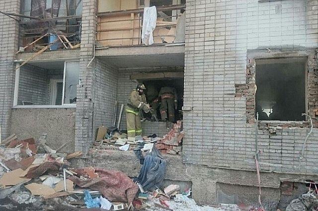 Несколько квартир и подъезд разрушены взрывом.