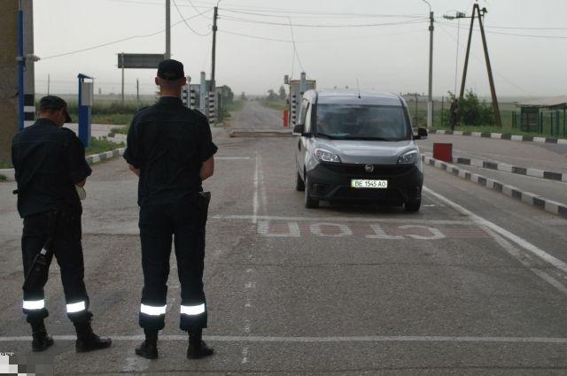 Награнице Крыма задержана пытавшаяся выехать позагранпаспорту сестры-близнеца женщина