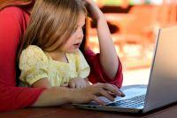 Современные дети с раннего возраста осваивают интернет-пространство.