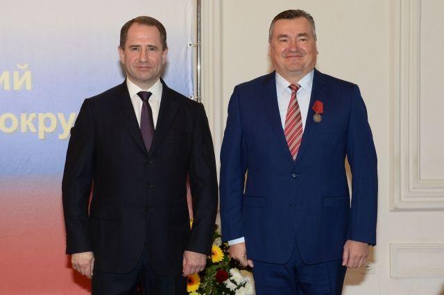 Валерия Сухих (слева) наградили за «за большой вклад в укрепление российской государственности и многолетнюю добросовестную работу».
