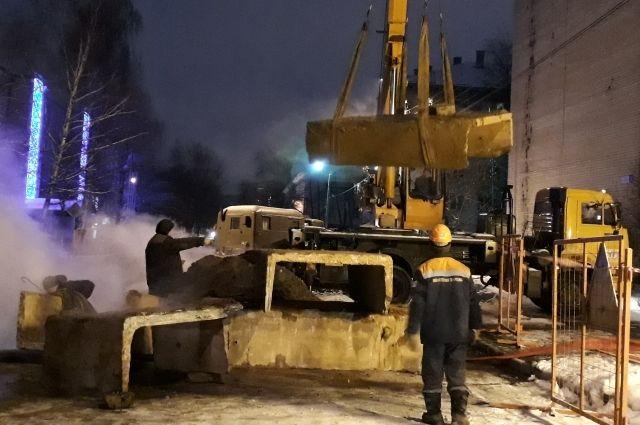 До16:00 планируют закончить ремонт трубопровода вЗаволжском районе
