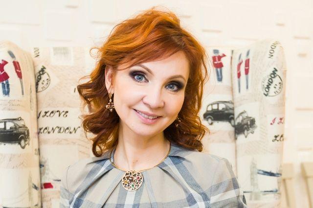 Лариса Ренар (Богданова) родилась в Красноярске.