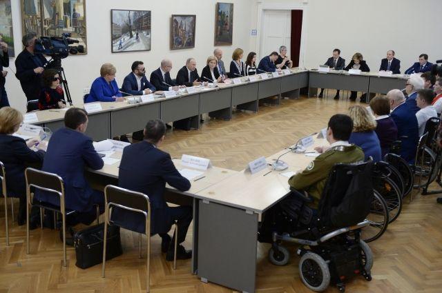 Путин предложил прокатиться налыжах чемпиону Паралимпийских игр Мошкину
