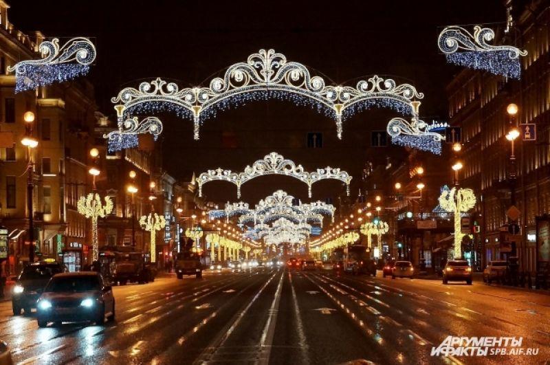Петербург украсили к Новому году.
