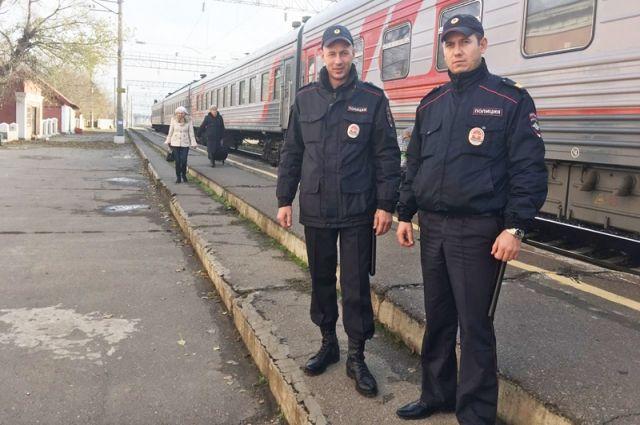 Сотрудники полиции Дмитрий Шеин и Сергей Абыденов удостоены медалей «За смелость во имя спасения».
