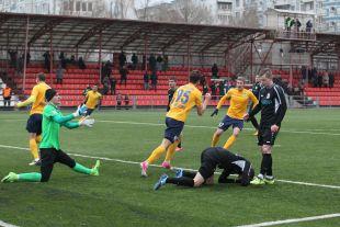 Заключительный домашний матч 2017 года «Лучу» пришлось играть на чужом поле.