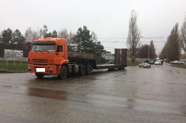 Шофёр без прав протаранил «КамАЗ» вСтаврополе