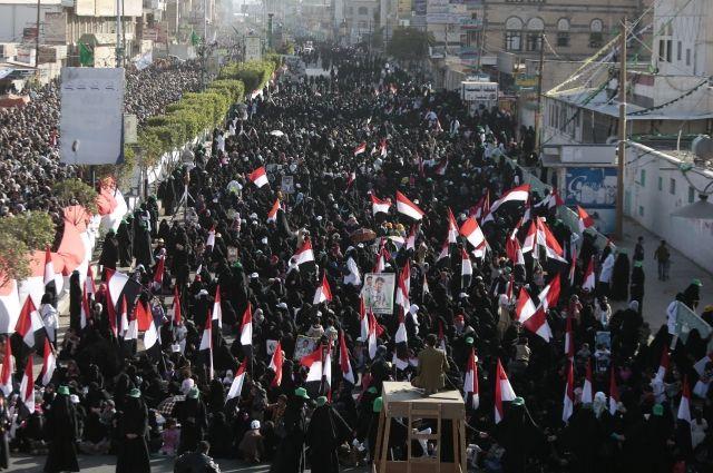 СМИ говорили о стрельбе хуситов поженской демонстрации встолице Йемена