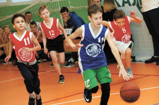 Турниры для школьников начальных классов помогают подготовить хороших баскетболистов.