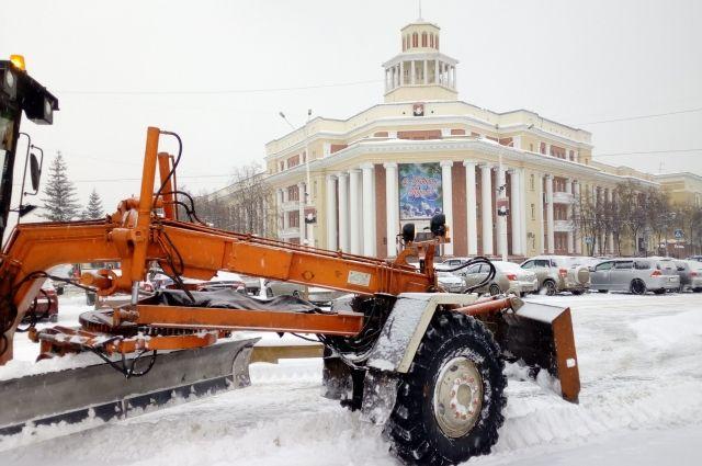 В областной столице прошел субботник по уборке снега.