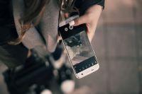 В Тобольском ТЦ злоумышленник попросил у девушки телефон и похитил его