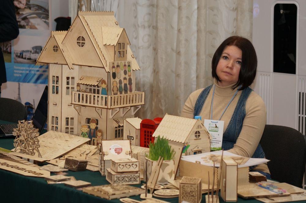 Участники ярмарки представили изделия из натуральных материалов.
