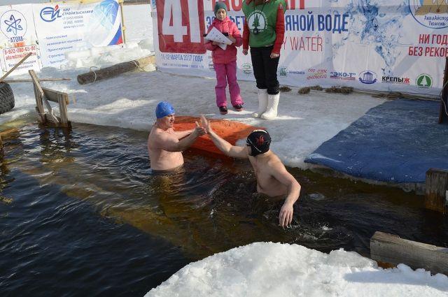 В Тюмени стартовал чемпионат по зимнему плаванию