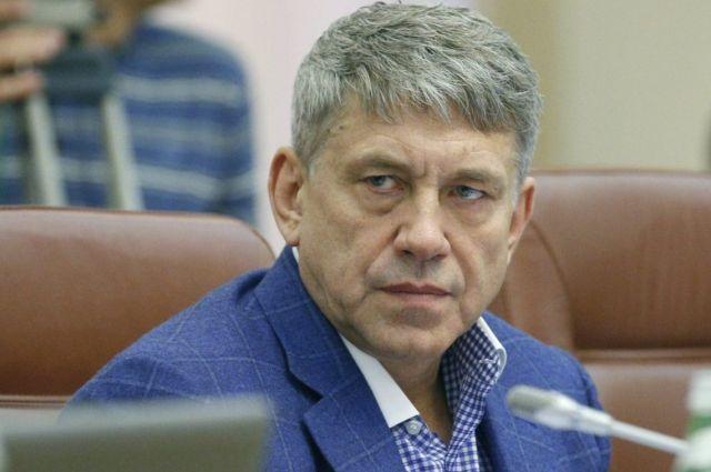 Суд арестовал землю и автомобиль министра Насалика