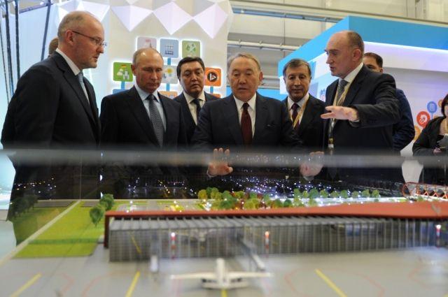 На российско-казахстанском форуме Борис Дубровский продемонстрировал Владимиру Путину и Нурсултану Назарбаеву, как преобразятся центр Челябинска и аэропорт города.