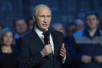 Владимир Путин во время встречи с работниками Горьковского автомобильного завода в Нижнем Новгороде.