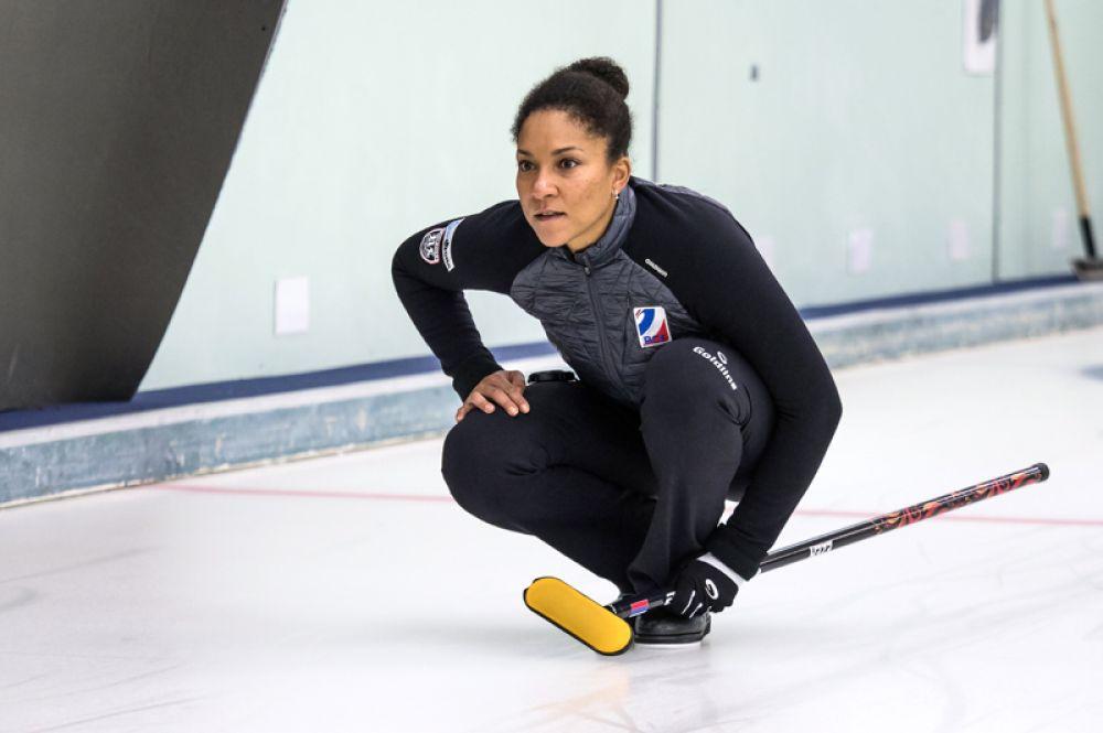 Нкеирука Езех (керлинг) — трехкратная чемпионка Европы, участница четырех Олимпиад (в том числе сочинской), 14-кратная чемпионка России.