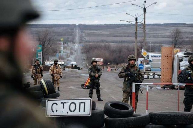 СМИ: Россия начала поставлять топливо для самолетов на Донбасс