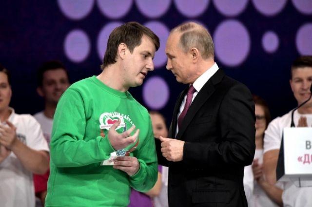 У лучшего добровольца России появился шанс лично пообщаться с президентом.