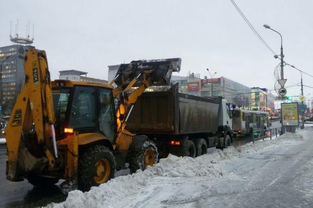 Около 700 машин боролись ночью вПетербурге споследствиями снегопада