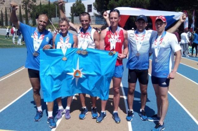 Денис Шпичка (третий слева) с российской командой в США.