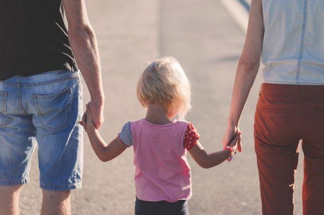 Приставы урегулировали конфликт между отцом и матерью девочки