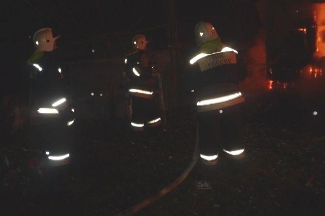 ВБалаковском районе сгорели 500 кв.м. надворных построек
