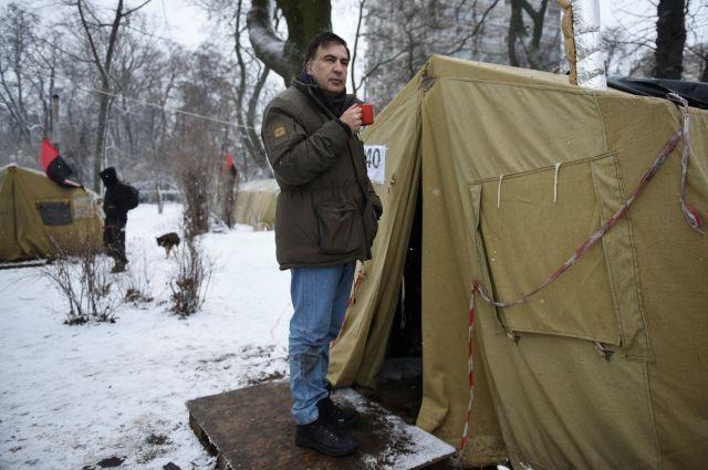 Саакашвили пытался прорваться в гостиницу «Киев», чтобы принять душ