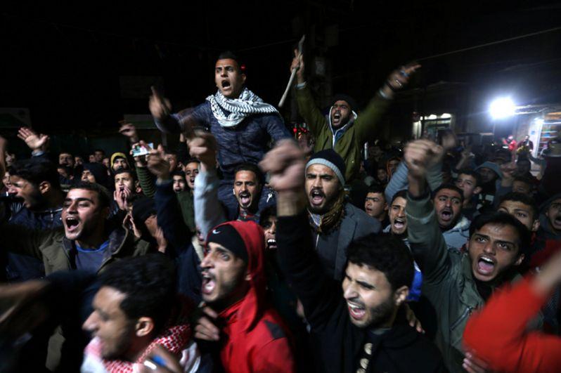 Протесты палестинцеы против решения Трампа признать Иерусалим столицей Израиля в Хан-Юнисе в южной части сектора Газа.