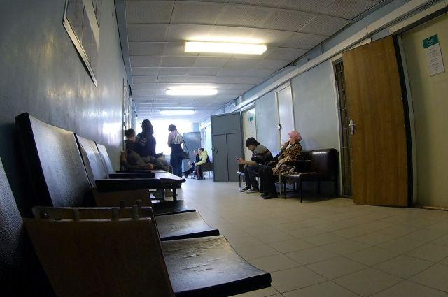 ВРоссоши мужчина похитил из клиники  аппарат для выдачи бахил