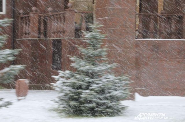 МЧС предупреждает:  местами в Оренбуржье пройдет сильный снегопад.