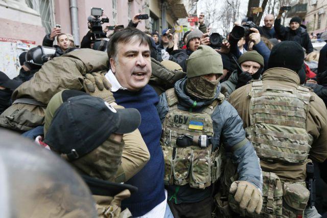 Саакашвили «простыл на крыше» и заболел, сообщил адвокат