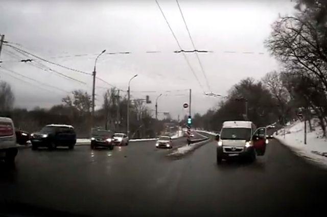 ВДТП смаршруткой наулице Калинина вБрянске пострадала пенсионерка