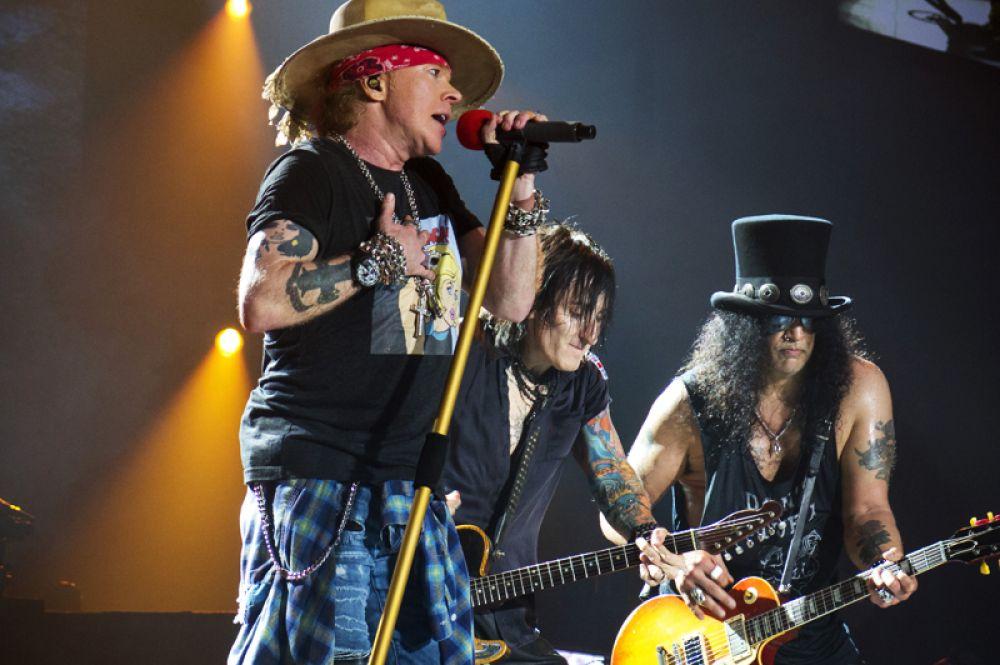 На шестом оказалась американская рок-группа Guns N' Roses, доход музыкантов составил 84 миллиона долларов.