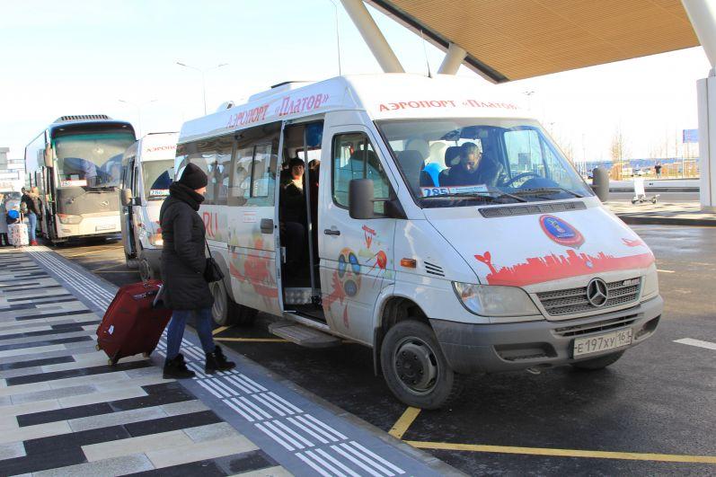 Уехать с аэрогавани в Ростов можно на маршрутке за 100 рублей.