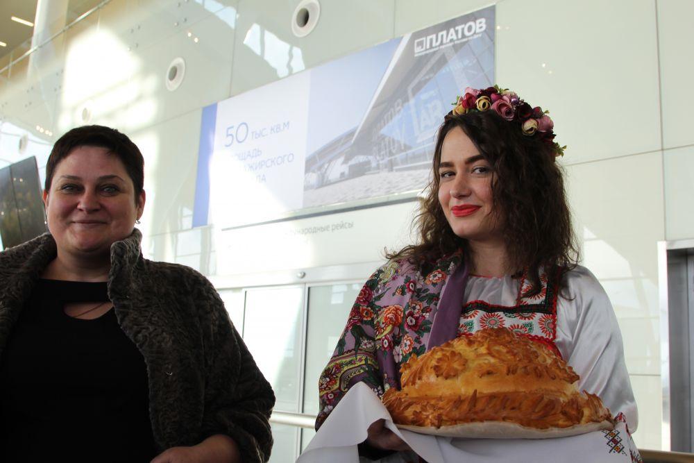 Некоторые делегации ростовчане встречали хлебом-солью.