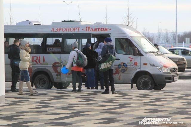 Из аэропорта «Платов» в Ростов пассажиров доставляют рейсовые маршрутки.