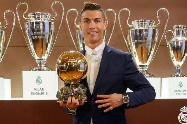 Роналду сравнялся по «Золотым мячам» с Месси
