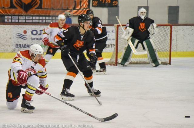 Пермские хоккеисты провели встречу в три звена.